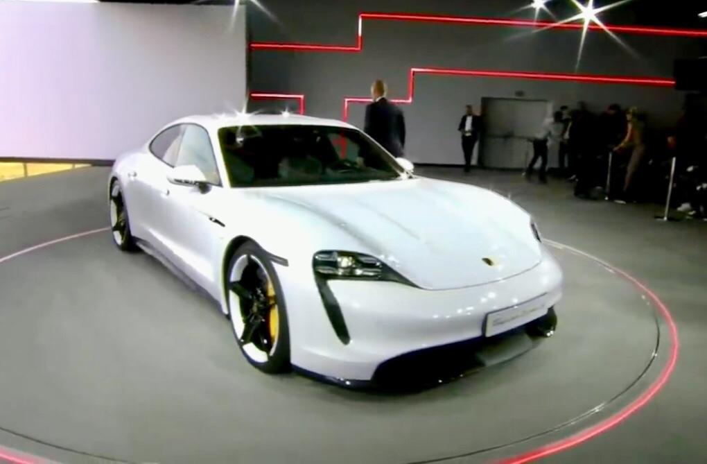 Porsche Taycan svelato il modello di produzione