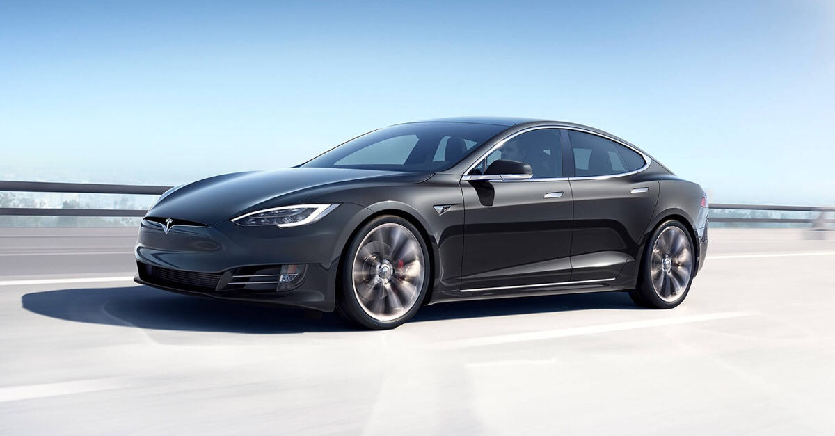 Tesla Model S vs Porsche Taycan, è sfida!