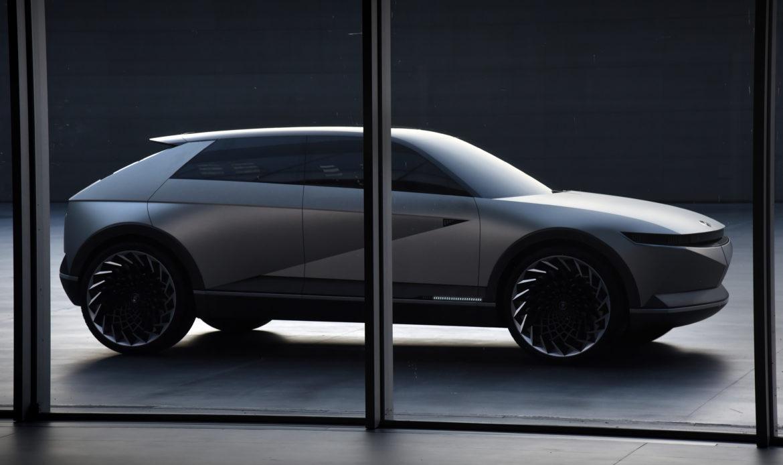 Il concept Hyundai 45 EV con linee Giugiaro