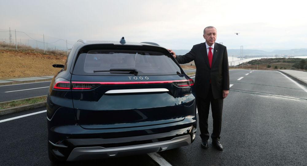Erdogan al volante dell'elettrica turca TOGG