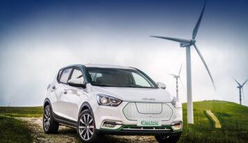 Auto elettrica 2021, fino a 40% di bonus e colonnine in autostrada