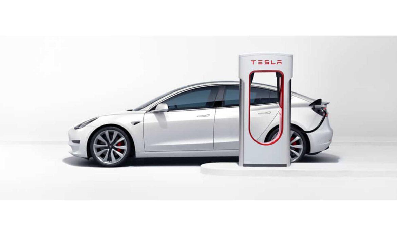 Ricaricare l'auto elettrica alle colonnine pubbliche