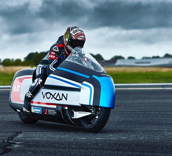 408 km/h su una moto elettrica, record per Max Biaggi