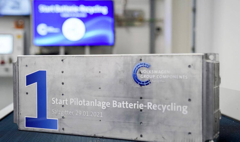 L'impianto inaugurato a Salzgitter in Germania da Volkswagen è in grado di recuperare le materie prime come litio, nichel, manganese e cobalto dalle batterie esauste dei veicoli elettrici.